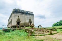 Forntida tempel Muang (undervattens-) Badan, Kanchanaburi landskap, Thailand Royaltyfri Fotografi