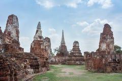 Forntida tempel på Wat Mahatat, Thailand Royaltyfri Bild