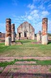 Forntida tempel under blå himmel Royaltyfri Bild