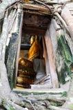 Forntida thailändska buddha och kyrka Royaltyfri Bild