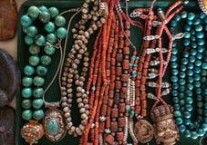 Forntida tibetan nationell halsband för smycken för kvinna` s och halsband av naturlig turkos och röda koraller Arkivfoton
