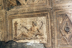 Forntida tileworkcarvings Herculaneum fördärvar, Ercolano Italien Arkivbild