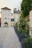 Forntida tor till Landsberg am Lech. arkivfoton