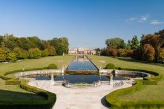 forntida trädgårds- pisanistavilla Royaltyfria Bilder