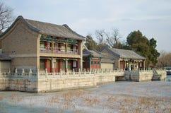 Forntida traditionella färgrika hus - sommarslott, Peking, Kina Arkivbild