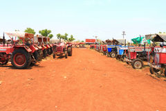 Forntida traktorer Indien Arkivfoto