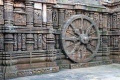 Forntida triumfvagnhjul, Konark soltempel, Orissa arkivfoto