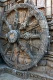 Forntida triumfvagnhjul, Konark soltempel, Orissa royaltyfri fotografi