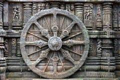 Forntida triumfvagnhjul, Konark soltempel, Orissa arkivbild