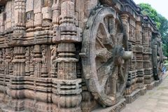 Forntida triumfvagnhjul, Konark soltempel, Orissa royaltyfri foto