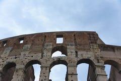 Forntida vägg av Colosseumen i Rome. Arkivbild