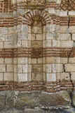 Forntida vägg av kyrkan i staden av Nesebar lökformig Royaltyfri Bild