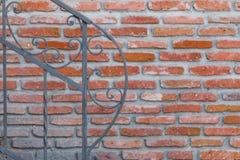 Forntida vägg och solljus Cement och tunna tegelstenar Royaltyfri Bild