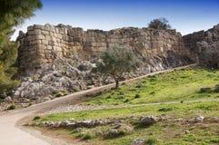 Forntida väggar av den Mycenae staden Royaltyfria Foton