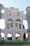 Forntida väggar av den romerska amfiteatern Colosseum i Pula Royaltyfri Bild