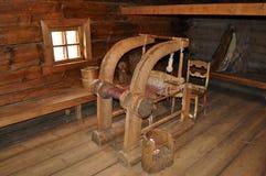 Forntida vävstol för tygtillverkning Arkivfoto