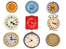 Forntida visartavla för klocka som nio isoleras på white Arkivbild