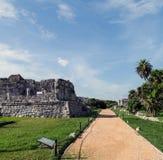 Forntida walled stad av Tulum Royaltyfria Bilder