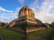 Forntida Wat Chedi Luang Stupa i Chiang Mai, Thailand. Arkivbilder