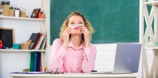 Foro de los profesores D?a de los profesores Internet que practica surf del educador moderno Redes sociales de la comunicación Es fotos de archivo