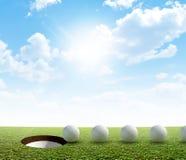 Foro di golf e percorso di tiro in buca della palla Immagini Stock Libere da Diritti