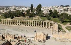 Foro (plaza oval) en Gerasa (Jerash), Jordania Foto de archivo