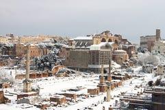 Foro romano bajo nieve Imágenes de archivo libres de regalías