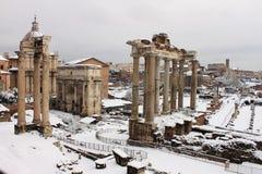 Foro romano bajo nieve Imagenes de archivo
