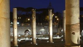 foro romano en la noche, Roma, Italia, 4k almacen de metraje de vídeo