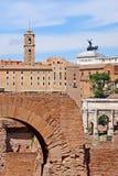 Foro romano, vista del templo de Romulus del Palatine hola Fotos de archivo libres de regalías
