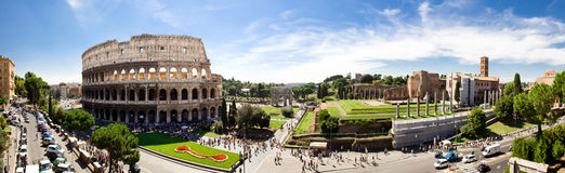 Foro romano y Colosseum Imágenes de archivo libres de regalías