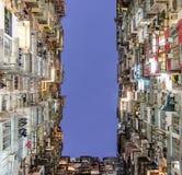 Foro scuro, vecchio appartamento denso, Hong Kong Fotografia Stock Libera da Diritti
