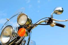 Forquilha dianteira do close up do detalhe da motocicleta e farol e guiador Fotografia de Stock Royalty Free