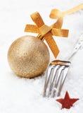 Forquilha e bauble do Natal imagem de stock