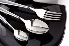 Forquilha, faca e colher de prata como utensílios na placa foto de stock royalty free