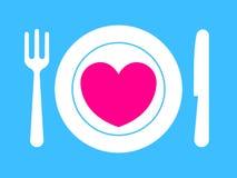 Forquilha, faca e placa com coração cor-de-rosa Fotos de Stock Royalty Free