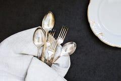 Forquilhas, colheres e prato Foto de Stock Royalty Free