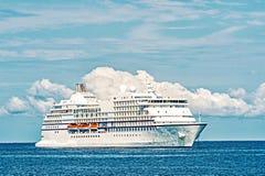 Forro de oceano no seascape azul Envie no mar no grande cay do estribo, bahamas Transporte da água, embarcação Aventura, descober foto de stock royalty free
