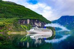 Forros do cruzeiro no fiorde de Geiranger, Noruega Fotografia de Stock Royalty Free