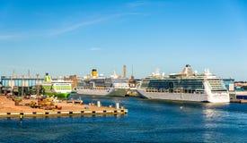 Forros do cruzeiro no porto de Helsínquia Fotografia de Stock Royalty Free