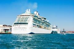 Forros do cruzeiro no porto terminal de Veneza Foto de Stock