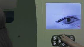 Forschung des menschlichen Auges stock video footage