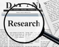 Forschung unter Lupe lizenzfreies stockfoto