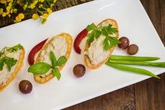 Forshmak, piatto dell'aringa tagliata, al forno ebrei con le patate, panna acida, cipolle e peperoni, riferentesi ai dispositivi  Fotografia Stock