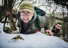Forskare har funnit sällsynt art av amfibier i snön royaltyfri bild