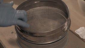 Forskare som förbereder förberedelser för forskning arkivfilmer