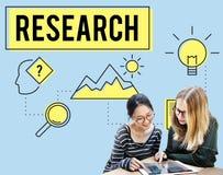 Forskning som söker sökandestudieforskaren Concept arkivbilder
