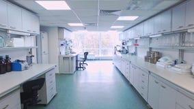 Forskningslaboratoriuminre Punkt av för vetenskapslaboratorium för sikt tomt rum stock video