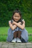 Forsståenden av asiatiska barn parkerar offentligt Royaltyfri Bild