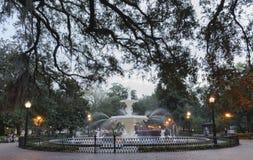Forsyth-Park-Brunnen der Savanne, GA am Abend Stockbilder